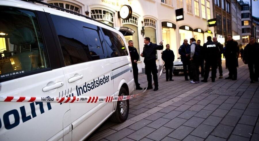 Antallet af butiksrøverier falder. Her er det guldsmeden Hvelplund på Strøget i København, der sidste år blev udsat for røveri.