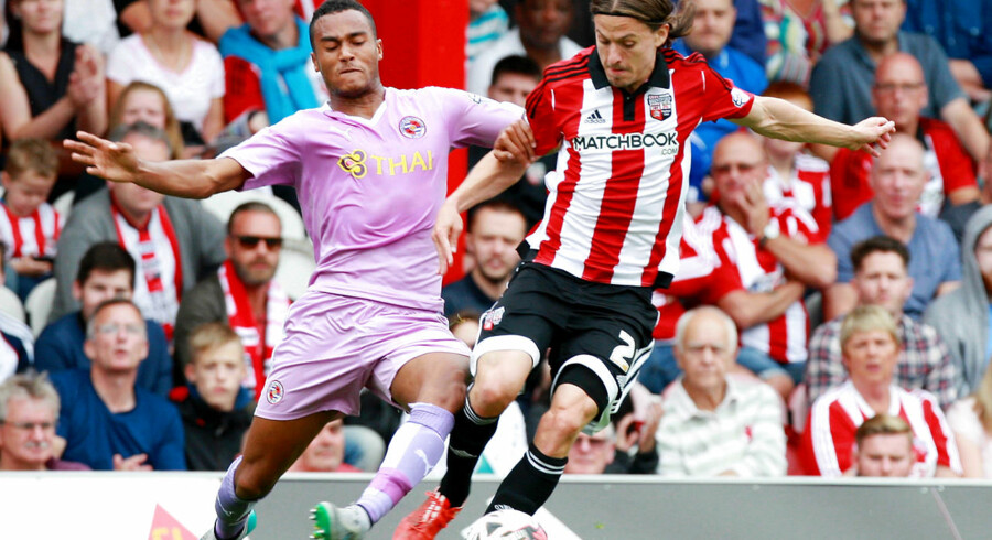 Lasse Vibe (th) scorede for Brentford mod Reading, som imidlertid vandt 3-1.