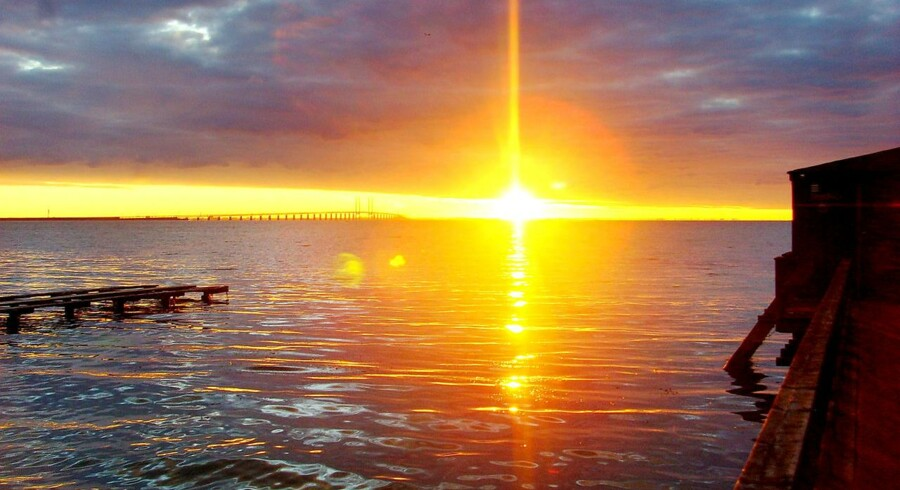 Jordens rotation om sig selv og om solen har altid defineret tiden for os. Solopgang er morgen,klokken 12 står solen højest. Forslag vil lade menneskeskabt komme ud af sync med soltiden - dog kun med få sekunder.