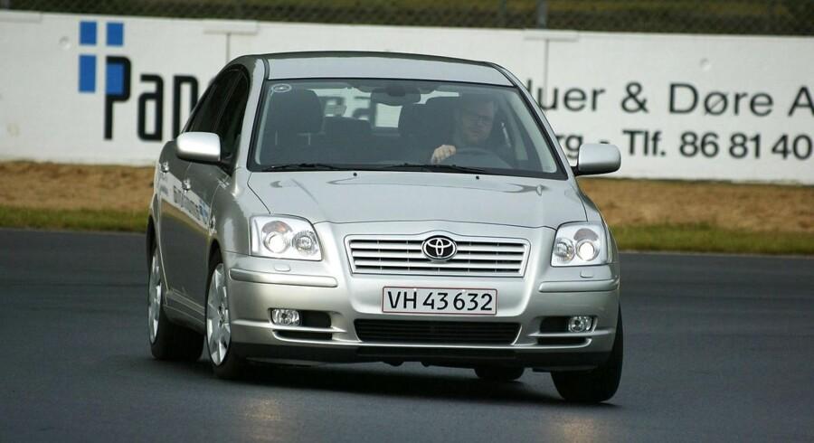 Toyota har fundet fejl ved i alt 13 modeller. Derfor tilbagetrækker de 23.000 køretøjer i Danmark.