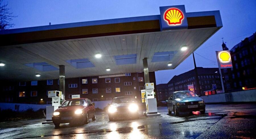 En lang række ejendomme, der lægger tankstationer og butikker til kæderne Shell, Uno-X og 7-Eleven er ved at blive solgt.