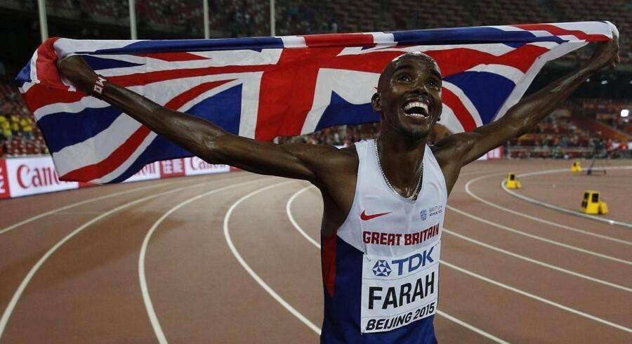 Mo Farah vinder Englands første VM guldmedalje i Beijing.