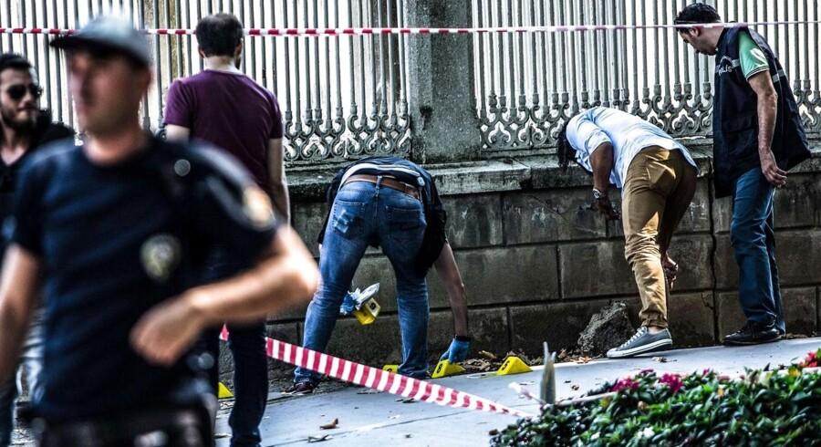 Ifølge en tyrkisk guvernør var det to terrorister, der angreb Dolmabahce-paladset i Istanbul onsdag.