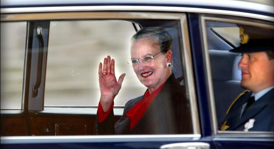 Dronningen Margrethe forlader Christiansborg efter statsråd tirsdag juni 10, 2003.