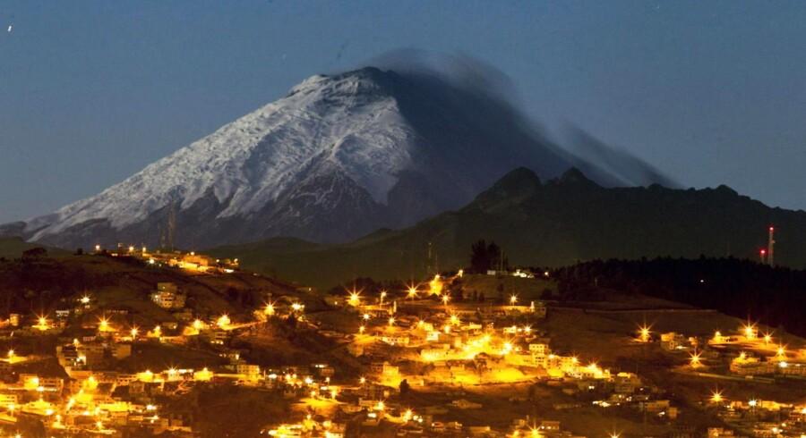 En af verdens højeste vulkaner, Cotopaxi i Ecuador, har de seneste par dage rørt på sig. Landets præsident har erklæret undtagelsestilstand for at være bedre stillet ved et potentielt udbrud. Se billederne her.