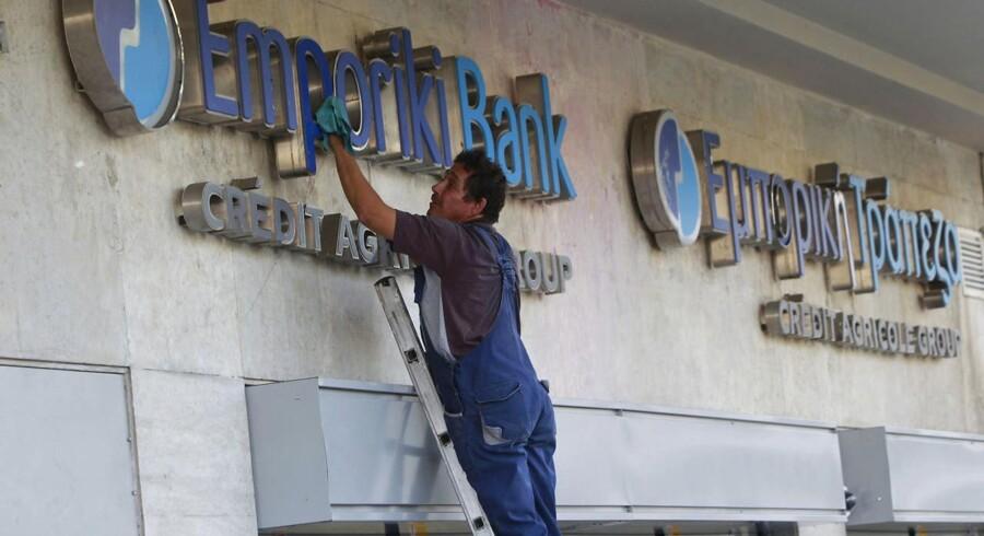 Credit Agricole har postet over fem milliarder euro i den græske bank Emporiki.