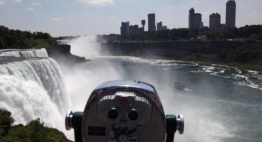 Området ved det berømte vandfald Niagara Falls markerer grænsen mellem USA og Canada, hvor en bande ostesmuglere er blevet afsløret.
