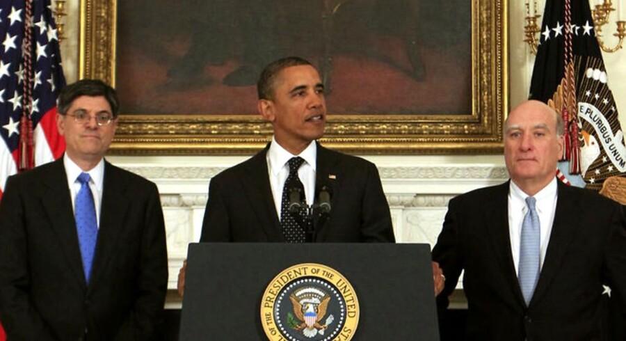 USA's præsident Barack Obama sagde mandag farvel til sin stabschef i Det Hvide Hus William Daley (th.), og goddag til sin nye, Jack Lew (tv.).