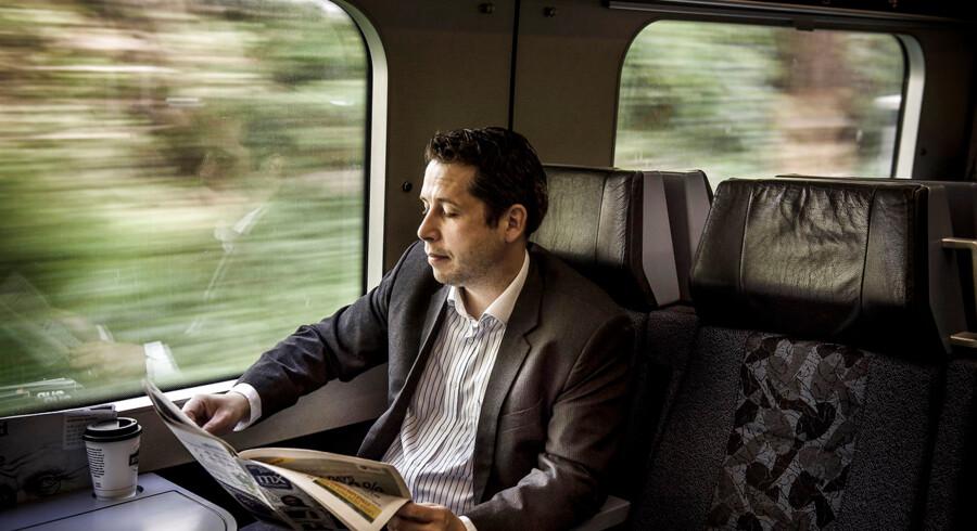 »Det kunne sikkert være rart at tale med nogen engang imellem, men i virkeligheden vil jeg helst bare arbejde,« siger Daniel Katz om den daglige togtur til og fra arbejde,