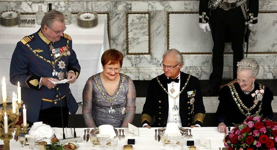 Prins Henrik holder tale for Dronning Margrethe