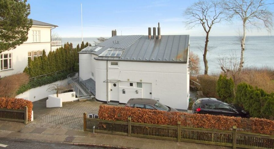 Den folkekære skuespiller Morten Grunwald har sat sin luksusvilla på Skodsborg Strandvej til salg.