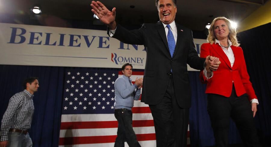Den republikanske præsidentkandidat Mitt Romney med sin hustru Ann på valgaftenen i Iowa.