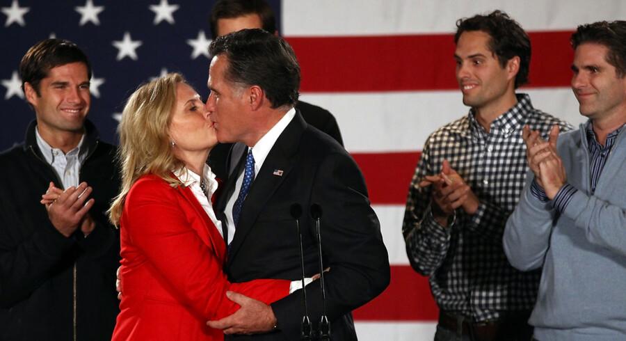 Mitt Romney med sin hustru Ann på Hotel Fort Des Moines på valgaftenen i Iowa.