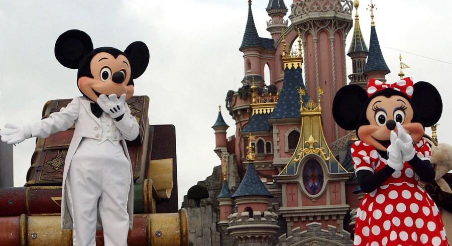 Mickey Mouse og kollegaerne i Disneyland Paris bliver besøgt af 15 mio. besøgende hvert år, men parken er tynget af gæld.