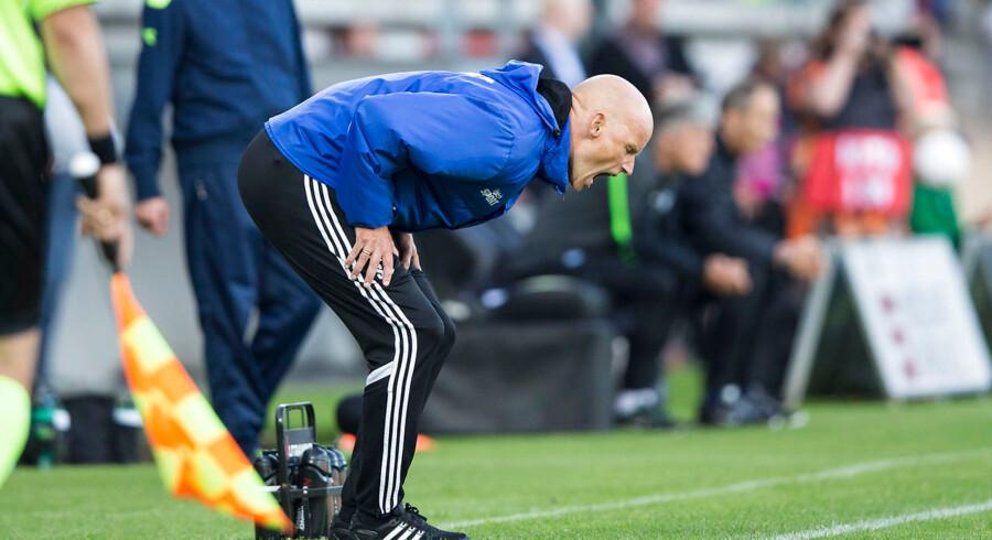 Ståle Solbakken ser ikke helt tilfreds ud her, men efter sejren over Esbjerg havde FCK-træneren ros til nyindkøbene.