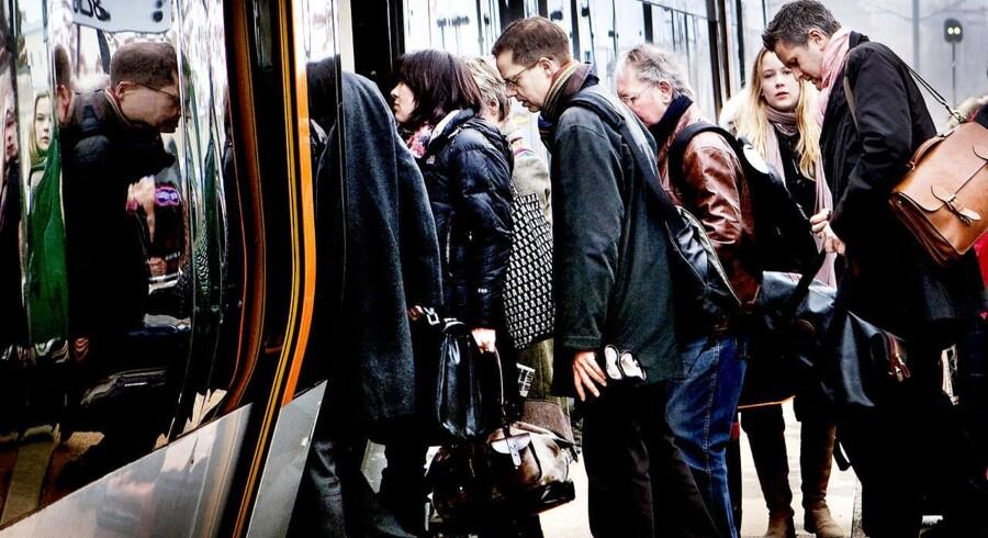 Kystbanens pendlerformand kræver kompensation, når halvdelen af togene er aflyst.