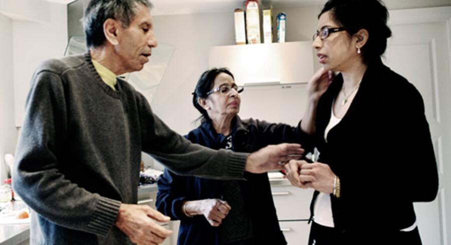 Mens Berlingske var på besøg hos familien, fik Anita en opringning fra Justitsministeriet. Forældrene kan undtagelsesvist blive, indtil ministeriet har behandlet deres klage over udvisningen.
