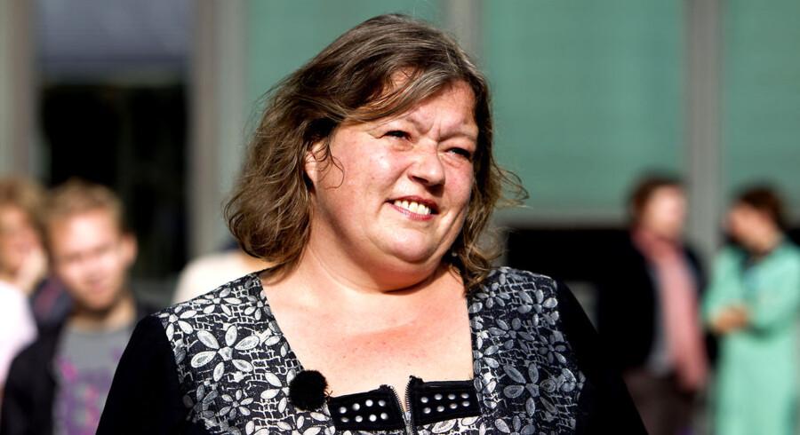 Fødevareminister Mette Gjerskov (S) har besluttet selv at betale for den rygekabine, hun har fået opstillet i ministeriet, oplyser hun.