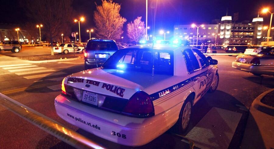 Politiet var stadig til stede på gerningsstedet ved Virginia Tech sent i aftes, amerikansk tid.