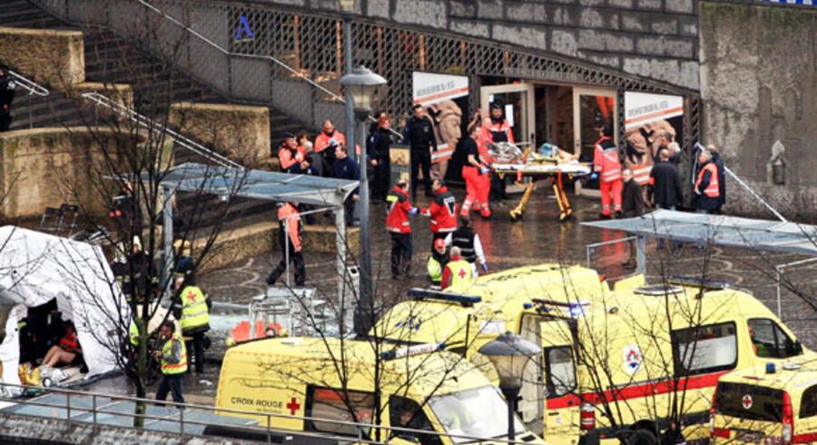 Redningsfolk hentede i dag i en storstilet aktion de dræbte og snesevis af sårede på i belgiske Lièges centrum, efter en kriminel havde skudt mod folkemængden.