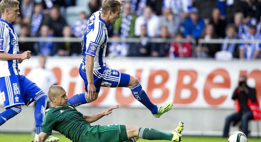 IFK Göteborgss Gustav Engvall i aktion mod Slask Wroclawss Piotr Celeban.
