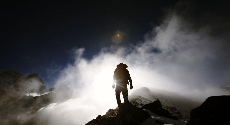 Berlingskes fotograf Christian Als på vej ned mod basecamp fra bjerget Ama Dablam. Filmen fra turen har netop vundet en pris.