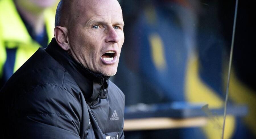 FC Københavns manager, Ståle Solbakken, må vente lidt med at råbe ad sine spillere i Superligaen. Holdets første kamp mod Randers er blevet udsat.