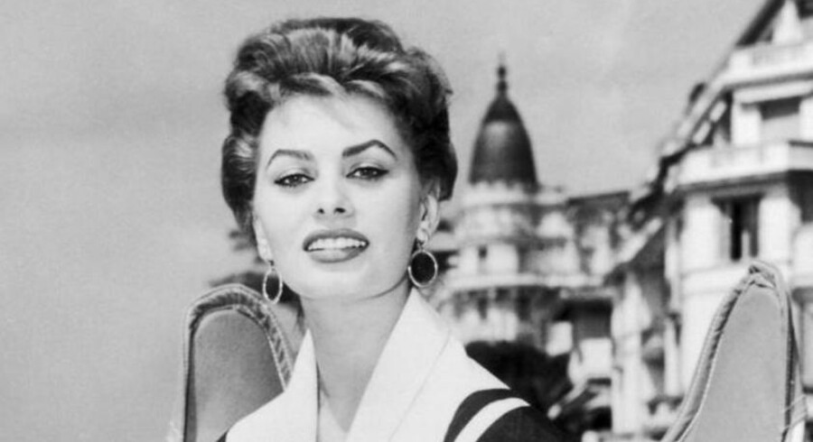 Den italienske skuespiller Sophia Lorens taske er blevet solgt for et svimlende beløb. Pengene går til velgørenhed.