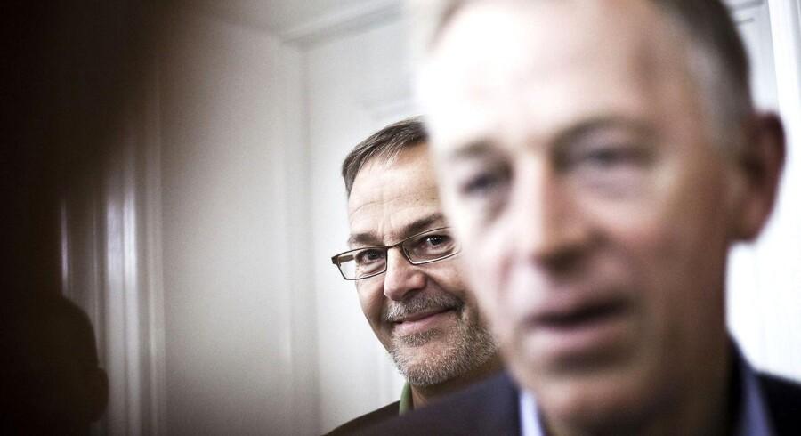 Udenrigsminister Villy Søvndal (SF) står fortsat bag sin partifælle Ole Sohn
