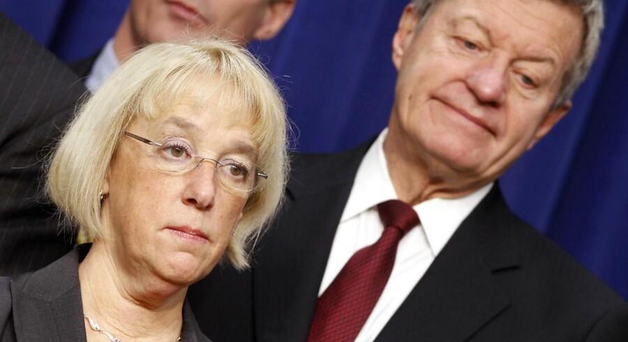 Demokraten Patty Murray og republikaneren Max Baucus fra den 12 mand store superkomite skulle finde en grimasse, der kunne passe efter de sammenbrudte forhandlinger i går. Politikerne bliver næppe mere populære efter sammenbruddet.