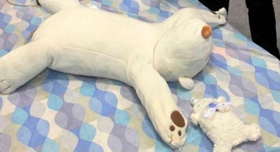 Anti-snorke-bamsen, Jukusui-Kun, og søn kan kommer til at redde mange ægteskaber med ny japansk robotteknologi.