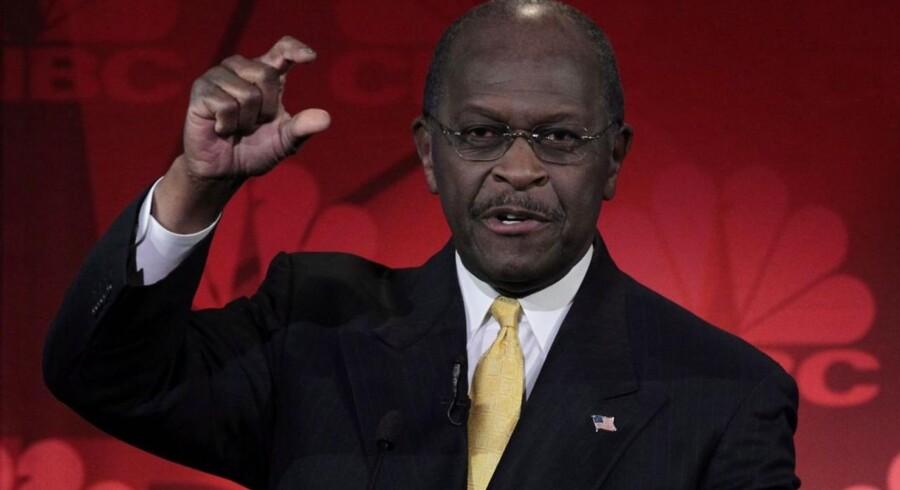 Den republikanske præsidentkandidat Herman Cain forsøger at bortforklare sin Libyen-bommert. Her ses han ved en debat i sidste uge.