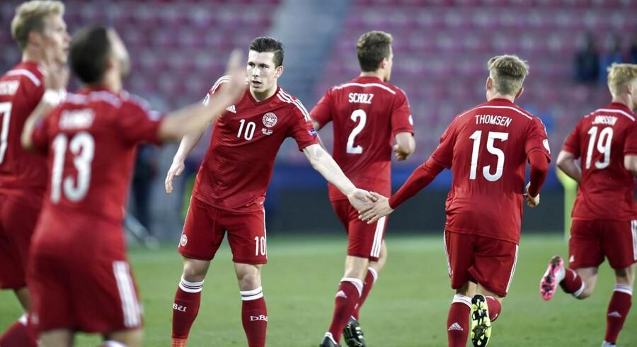 Rasmus Falk (13) har her bragt Danmark foran i kampen mod Serbien.