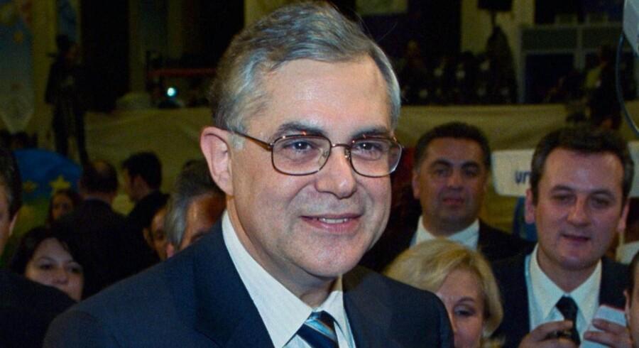 Her er den - ifølge græsk tv-station - nye græske premierminister Lucas Papademos.