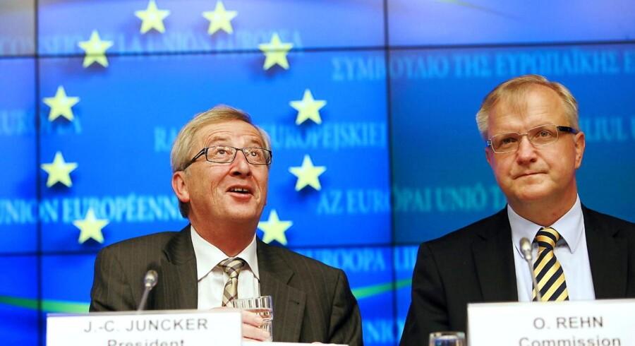 Chefen for Eurogruppen, Luxembourgs premierminister Jean-Claude Juncker (tv.) og Olli Rehn, EUs finansminister (th.) holdt mandag aften et pressemøde.