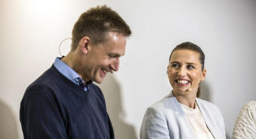 Landspolitisk har Socialdemokratiet og Dansk Folkeparti de seneste to år nærmet sig hinanden, og det kan få afgørende betydning for Venstres kommunalvalg til november, vurderer valgforskere.