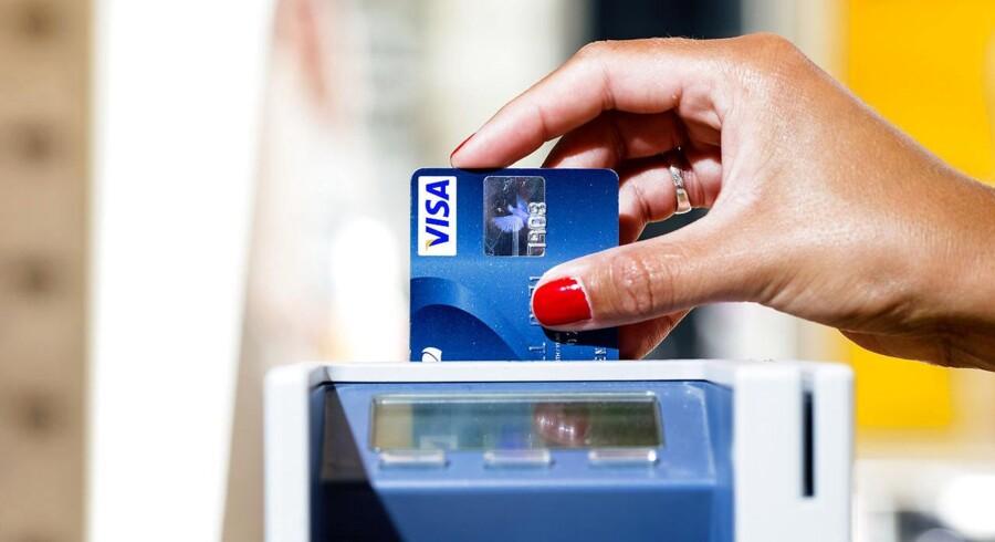Arkivfoto. Antallet af betalinger med dankort steg med 2,0 pct. i april, mens forbruget opgjort i kroner var uændret i forhold til samme måneds sidste år.