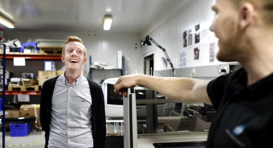 Når små og mellemstore virksomheder, de såkaldte SMVere, ansætter deres første akademiker, giver det en målbar gevinst, viser ny undersøgelse. I 2012 ansatte Nordic Service Group sin første akademiker, cand. merc. Peter Gloggengiehser Knudsen. Han blev ansat på videnpilotordningen, men efter 12 måneder blev han fastansat og nu er han nordisk salgschef.