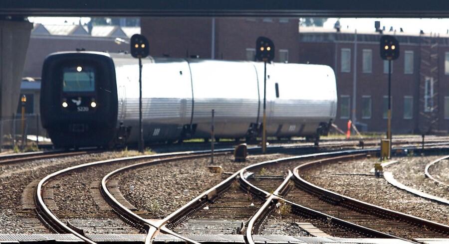 Arkivfoto. Det er uvist, hvorfor en person havde parkeret sin bil på skinnerne på Svendborgbanen.