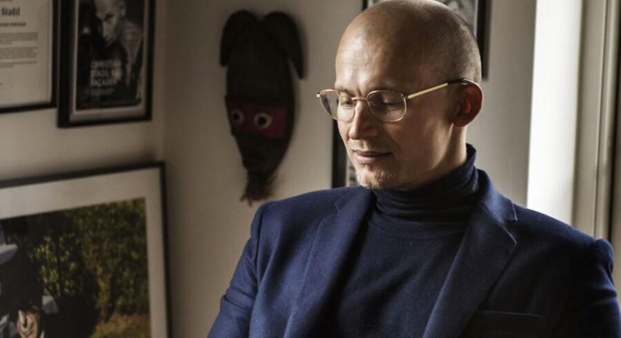 Hummel-ejer Christian Stadil har afskedigt tøjmærkets mangeårige direktør efter fundet af uregelmæssigheder i et datterselskab i Tyrkiet.