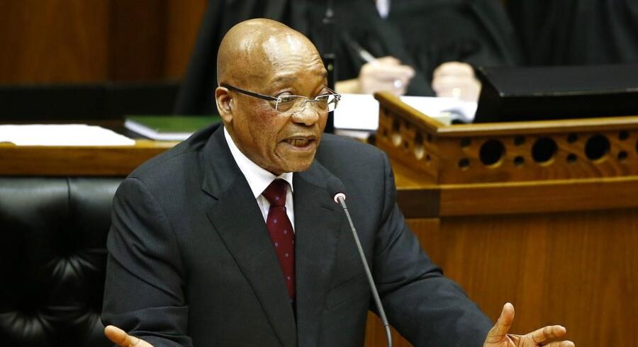 Den 74-årige Jacob Zuma, der var leder af Den Afrikanske Nationalkongres, blev beskyldt for pengeafpresning, svindel og korruption, som angivelig begyndte i 2001 og blandt andet var forbundet med det franske våbenfirma Thales.