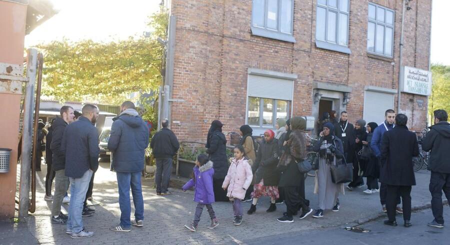 Selv om Metropol aflyste et planlagt møde med den omstridte prædikant Kamal El Mekki, talte han både fredag og søndag i danske moskeer, her moskeen på Dortheavej.