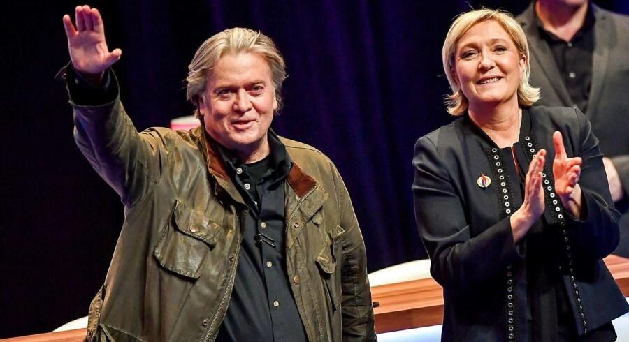 Steve Bannon og franske Front Nationals partiformand Marine Le Pen fotograferet i Lille: Foto: AFP PHOTO / PHILIPPE HUGUEN