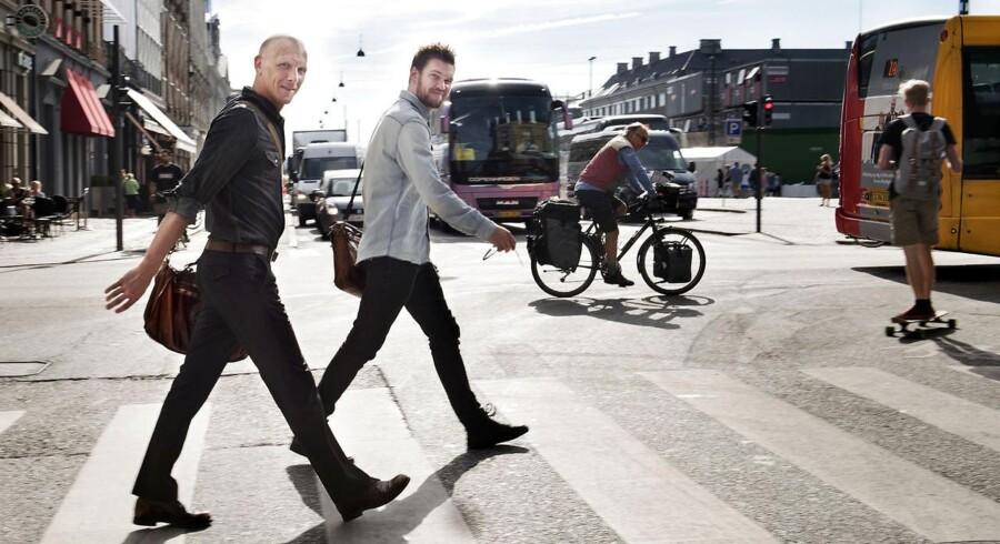 Stefan Holm Nielsen tv. og Søren Halskov Nissen vil producere elbiler, der skal stilles til rådighed for beboere i storbyerne og på sigt erstatte den kollektive trafik.