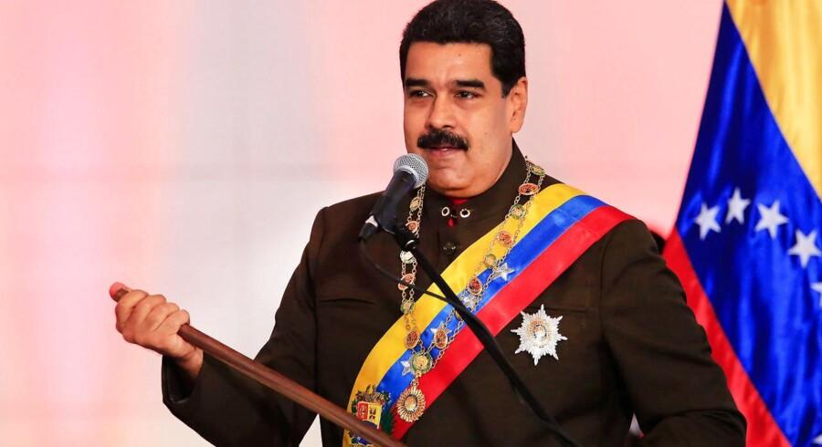 »Nu er det slut med nationalforsamlingens sabotage, og hvis det viser sig nødvendigt at fratage nogle deres parlamentariske immunitet, så vil det blive gjort,« sagde Maduro og tilføjede, at de pågældende »vil ende i en fængselscelle«.
