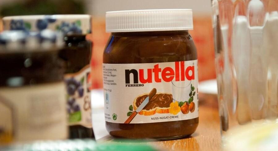 Producenten Ferrero bliver kritiseret for, uden at oplyse om det, at have øget indholdet af skummetmælkspulver i Nutella.