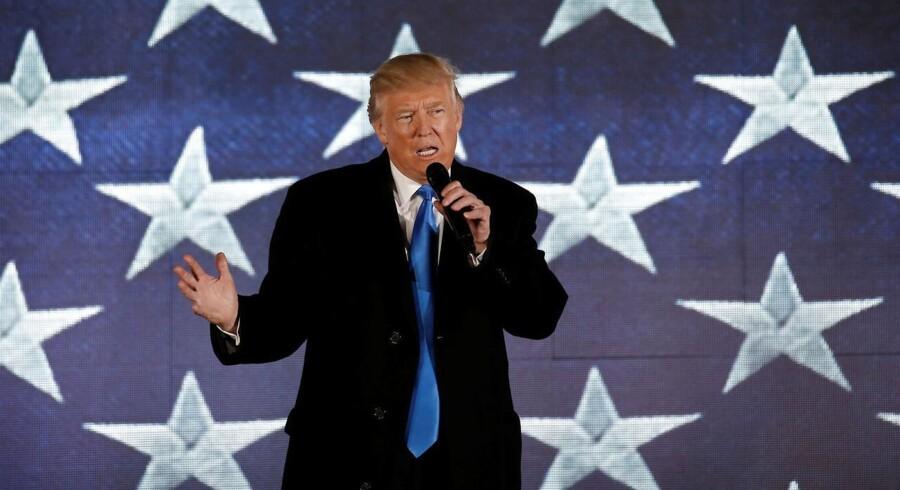 Under valgkampen lovede Trump at sløjfe aftalen med Iran, men det bliver ikke virkelighed nu, siger en talsmand.