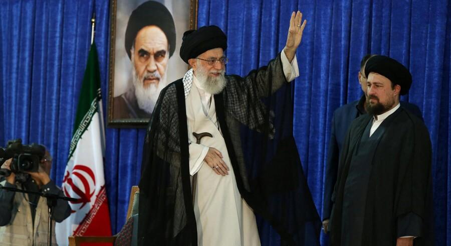 Irans øverste leder, ayatollah Ali Khamenei, siger i en tale i Teheran, at der stadig er brug for revolutionære tanker i den islamiske stat. Reuters/Handout