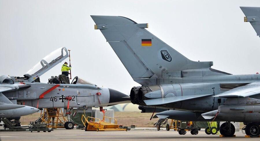 (FILES) Tyske parlamentarikere er igen blevet forment adgang til vigtig NATO-flybase i tyrkiet. Tyskland har omkring 250 soldater på Incirlik-flybasen i Tyrkiet. USA har omkring 2500 soldater. Billedet er taget den 21. januar 2016 / AFP PHOTO / POOL / TOBIAS SCHWARZ