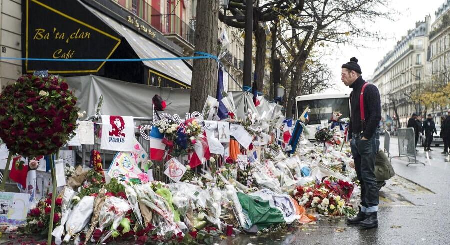Arkivfoto. Et år efter massakren i Paris har fransk politi kortlagt det meste af terroristernes netværk og formentlig også identificeret et af dets bagmænd. Men der er stadig løse ender.